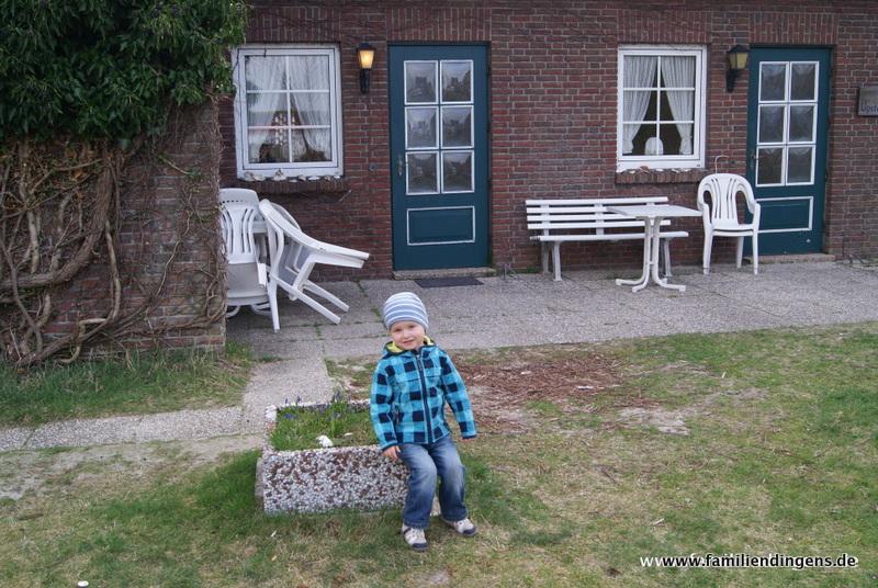 Liam vor Hus Upstalsboom