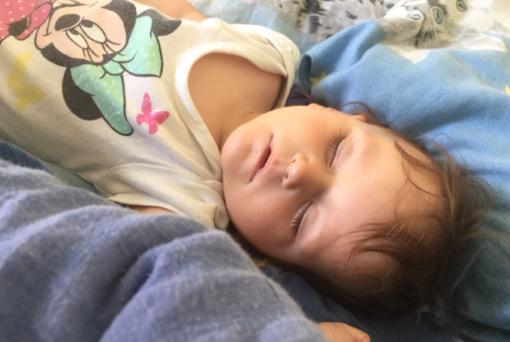 Nora schläft